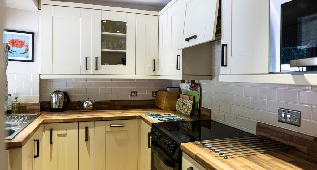 Apartment-Outrigger-kitchen