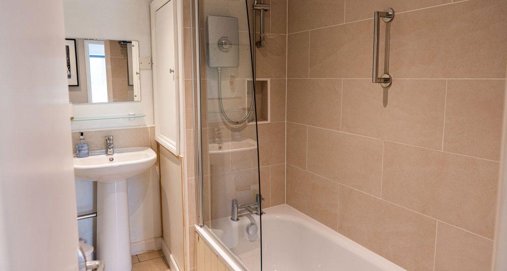 Apartment-Upperdeck-bathroom